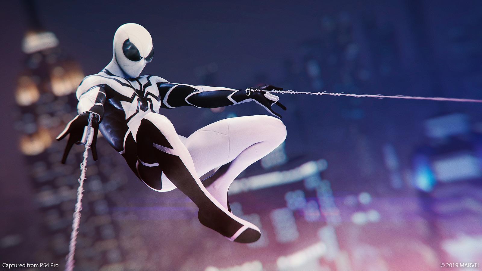 """Spider-Man muestra su lado """"fantástico"""" con sus nuevos trajes gratuitos"""