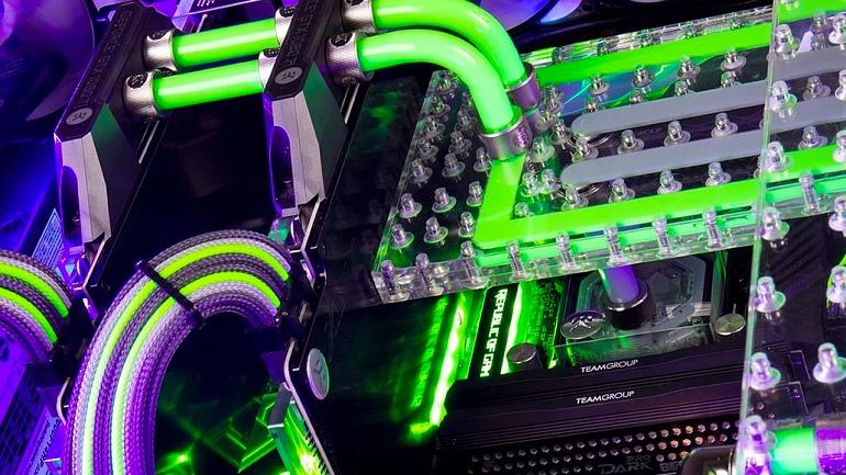 ¿Quieres un PC refrigerado dentro del escritorio? Prepara 12600 euros