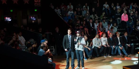 Nadeshot, a la izquierda de la imagen, comentando uno de los lances del campeonato. Es uno de los jugadores más famosos del planeta